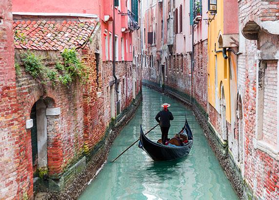 Met de gondel door Venetië