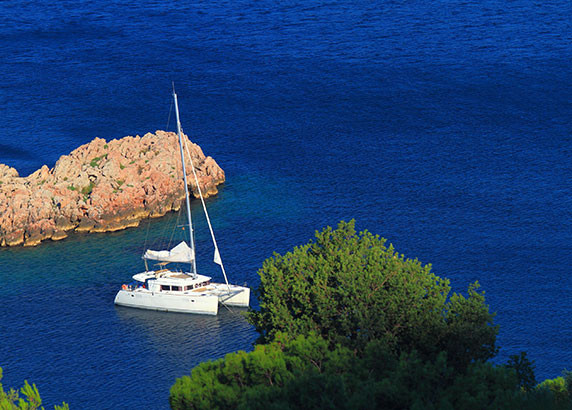De Catamaran in de Adriatische Zee