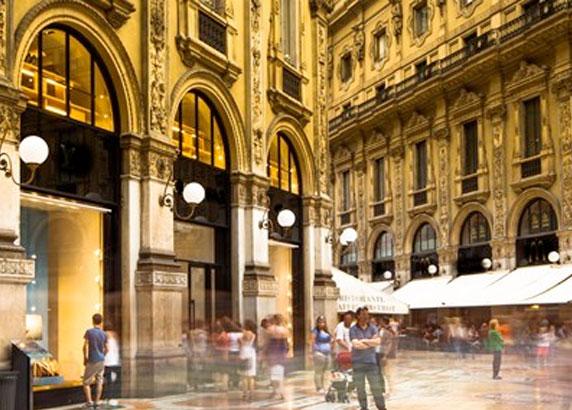 De indrukwekkende winkelstraat in Milaan